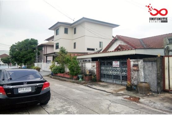 82168, บ้านเดี่ยว หมู่บ้านปลาทอง ถนนศรีนครินทร์ ใกล้รถไฟฟ้า BTS ที่สำโรง